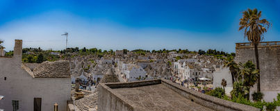 Alberobello Puglia, Italien, Murge, en by av vit trulliimm Royaltyfri Fotografi
