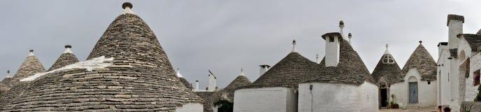Alberobello trullipanorama Arkivbilder