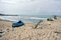 albert Голем Пляж моря с шлюпкой на пляже Стоковые Изображения