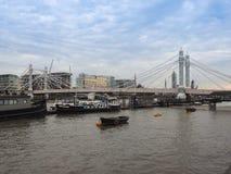 Albert Bridge sobre o rio Tamisa em Londres imagem de stock royalty free