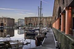Albert Dock komplex på Liverpools strand royaltyfria foton