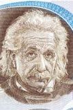 Albert Einstein stående från israeliska pengar arkivfoto