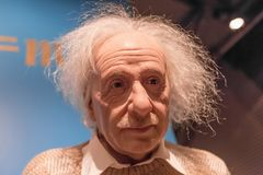 Albert Einstein vaxstaty i museum för madam Tussauds i Amsterdam arkivbild