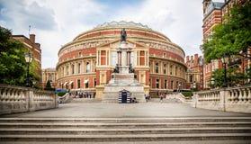 Albert Hall y el príncipe reales Kensington del sur admitido Albert Statue, Londres, Reino Unido fotografía de archivo libre de regalías