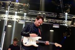 Albert Hammond Jr vagga musikern utför på den Primavera ljudfestivalen 2015 royaltyfri fotografi