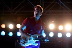 Albert Hammond Junior gitarristen av slaglängderna (musikband), utför på det Primavera ljudet 2015 royaltyfri bild