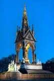 Albert Memorial, Londen, Engeland, het UK, bij schemer Stock Fotografie