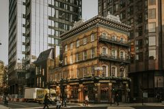 Albert Pub byggnadsfasad i Westminster område London England arkivfoto