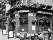 Albert Pub in zwart-wit Londen royalty-vrije stock afbeelding