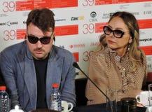 Albert Serra e Ornella Muti no festival de cinema do International de Moscou foto de stock