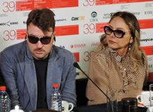 Albert Serra und Ornella Muti am internationalen Film-Festival Moskaus Stockfoto