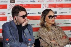 Albert Serra und Ornella Muti am internationalen Film-Festival Moskaus Lizenzfreies Stockfoto