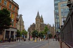 Albert Ssquare avec l'hôtel de ville de Manchester dans le style néogothique photos libres de droits