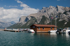 alberta banff Kanada lakeminnewanka Royaltyfri Bild