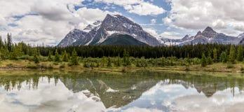 Alberta Kanada, härlig pilbåge sjö på den Banff nationalparken Arkivfoton
