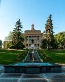 Alberta Legislature Stairs e giardino durante l'ora dorata Edmonton/YEG immagine stock libera da diritti