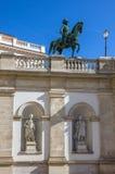 Albertina Museum en standbeeld van de Hapsburg-keizer Joseph 2 in Wenen stock afbeelding