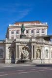 Albertina Museum en standbeeld van de Hapsburg-keizer Joseph 2 in Wenen stock afbeeldingen