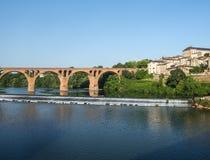 Albi bro över den Tarn floden Arkivbild