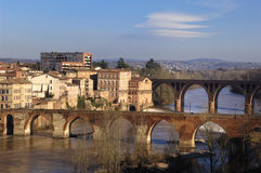 Albi bro över den Tarn floden, Frankrike Arkivbild