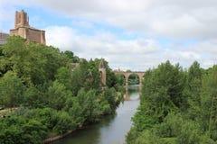 Albi en el río el Tarn Imágenes de archivo libres de regalías