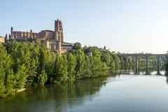 Albi, puente sobre el río del Tarn Imagen de archivo