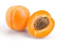 Albicocca. Frutti isolati su bianco. Immagine Stock