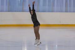 Albina Gryadovkina de Bielorrússia executa o programa de patinagem livre das meninas de bronze da classe IV Imagens de Stock Royalty Free