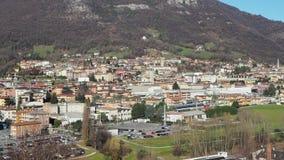Albino, Bergamo, Italië Luchtlandschapsmening van de stad stock footage