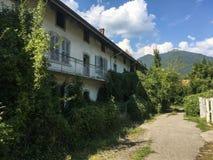 Albino Bergamo, verlaten dorp van de werknemers van de textielvervaardiging Honegger stock afbeeldingen
