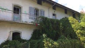 Albino Bergamo, vila abandonada dos empregados da fabricação Honegger de matéria têxtil video estoque