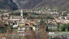 Albinos, Bergamo, Włochy Antena krajobrazowy widok miasteczko zdjęcie wideo