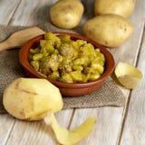 Albondigas d'escroquerie de guiso de patatas d'Espagnol, un ragoût avec les potatotes a Photographie stock libre de droits