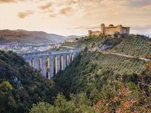 Albornoz kasztel i Ponte delle Torri, Spoleto, Włochy zdjęcia royalty free