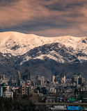 Alborz-Berge, Albourz Nord-Teheran, großartige Ansicht am Anfang des Frühlinges Die andere Seite des Kaspischen Meers Lizenzfreie Stockfotografie