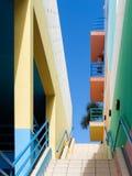 ALBUFEIRA, ЮЖНОЕ ALGARVE/PORTUGAL - 10-ОЕ МАРТА: Красочное Buil Стоковое фото RF