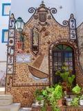 ALBUFEIRA, ЮЖНОЕ ALGARVE/PORTUGAL - 10-ОЕ МАРТА: Оформление здания Стоковое фото RF