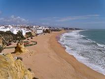 ALBUFEIRA, POŁUDNIOWY ALGARVE/PORTUGAL - MARZEC 10: Widok być Obrazy Royalty Free