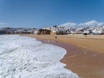 ALBUFEIRA, POŁUDNIOWY ALGARVE/PORTUGAL - MARZEC 10: Widok być Zdjęcia Stock