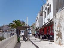 ALBUFEIRA, POŁUDNIOWY ALGARVE/PORTUGAL - MARZEC 10: Typowa ulica Obraz Stock