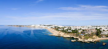 Albufeira Portugal - Panoramabeeld stock afbeelding