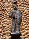 ALBUFEIRA, SÜDLICHES ALGARVE/PORTUGAL - 10. MÄRZ: Statue von einem Kn Stockbild