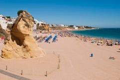 Albufeira strand i Algarve Royaltyfria Bilder