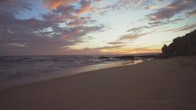 ALBUFEIRA - Vento fortissimo del da della Praia, Algarve, Portogallo video d archivio