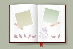 Album aperto con le strutture in bianco della foto e Cat And Birds divertente Fotografie Stock Libere da Diritti