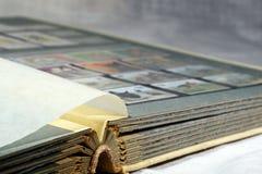 Album con gli insiemi dei francobolli Immagine Stock