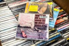 Album de CD d'Amy Winehouse Frank 2003 sur l'affichage ? vendre, le chanteur anglais c?l?bre et le compositeur photographie stock libre de droits