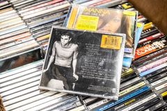 Album de CD d'Enrique Iglesias Enrique 1999 sur l'affichage ? vendre, chanteur espagnol c?l?bre, compositeur, acteur image stock