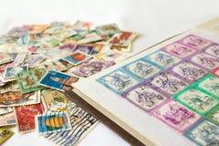 Album di bollo con i francobolli Fotografia Stock Libera da Diritti