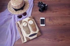 Album photos avec l'appareil-photo de photo, téléphone, parero, chapeau de paille et Photos stock